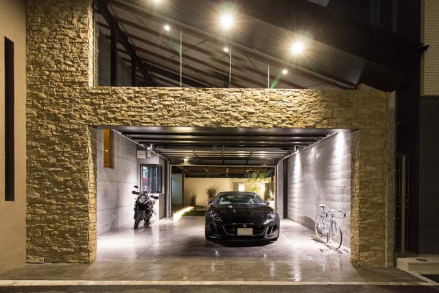 ガーデンとガレージを融合しゆとりのあるガレージ空間を創出